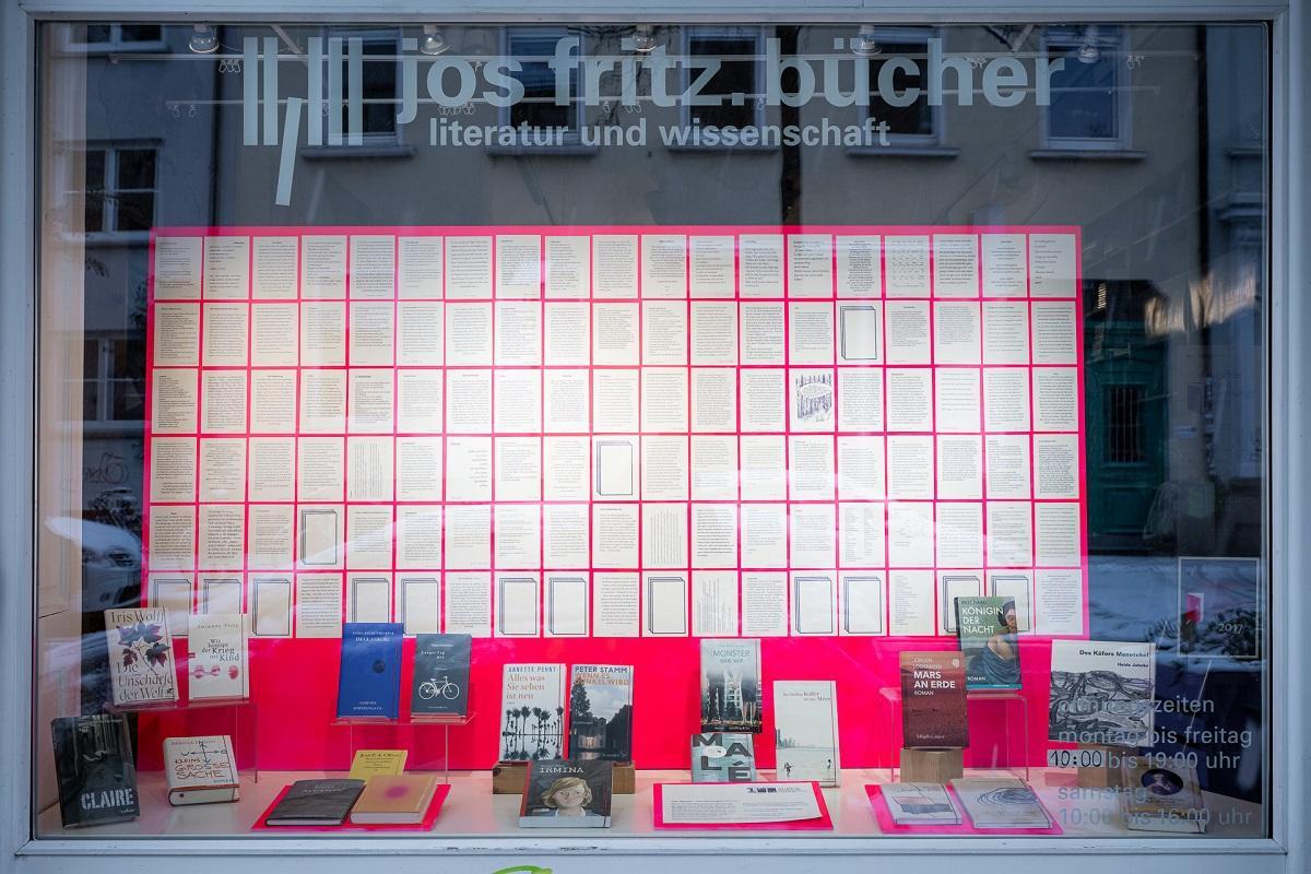Lithaus_Freiburg_Postkartengeschichten_Schaufensterschau_3_c_Marc_Doradzillo